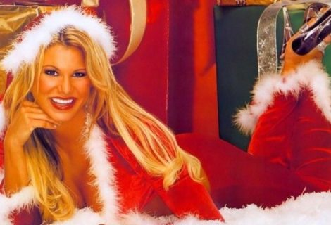 Σκάνδαλο: topless μοντέλα σε χριστουγεννιάτικα gaming πάρτι!