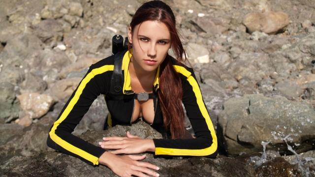 Η θάλασσα ξεβράζει… Lara Croft!