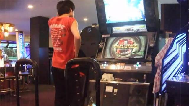 Στην Ιαπωνία τα παιχνίδια δύο παικτών παίζονται από έναν!
