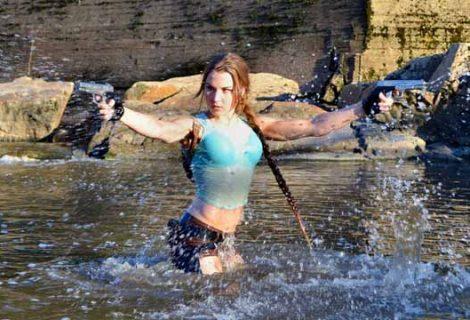 Γυμναστικές επιδείξεις από μια Lara Croft!