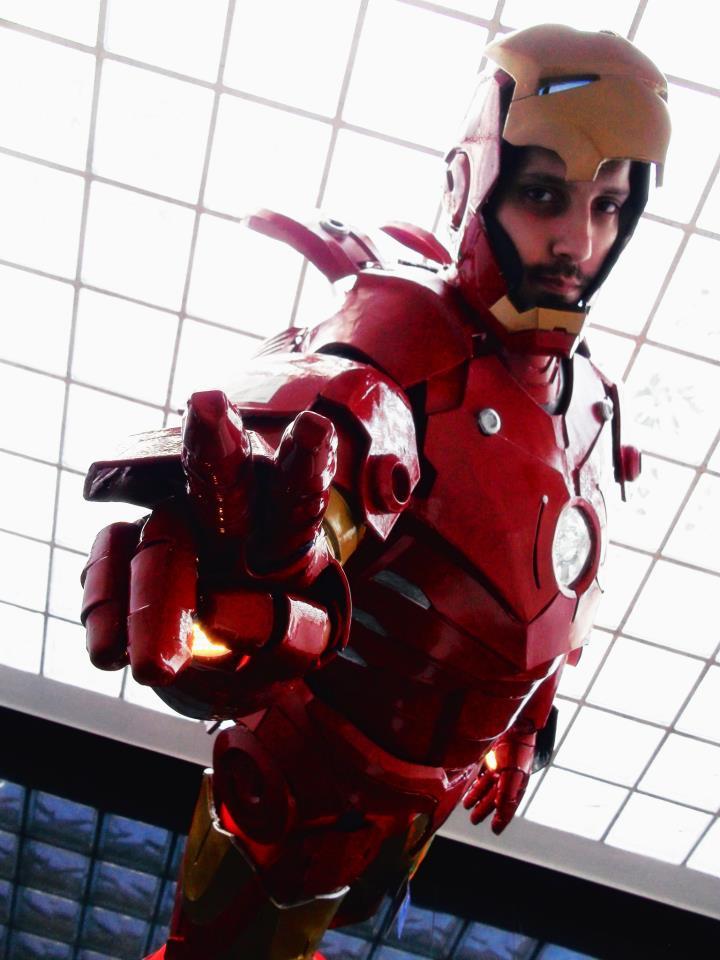 Ο Αλέξανδρος ως Tony Stark μέσα στη στολή του Iron Man.