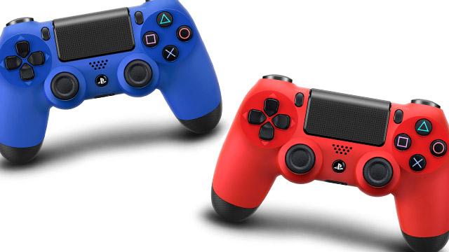 Σε τρία χρώματα το DualShock 4: Μαύρο, κόκκινο, μπλε.