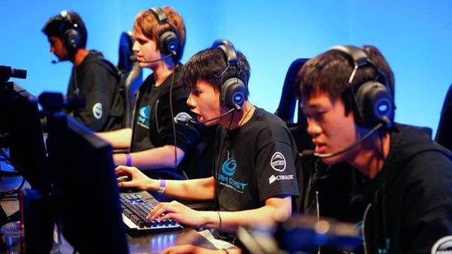 League of Legends star gets visa as pro athlete.
