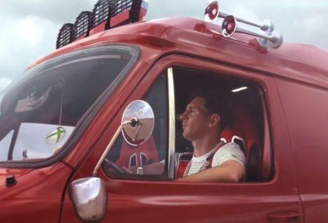 Ο Μέσι οδηγεί… βανάκι στη νέα διαφήμιση του FIFA 14!