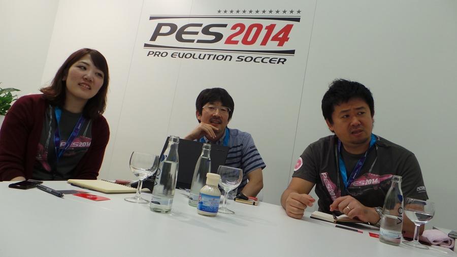 Το σούπερ team της PES Productions, προεξέχοντος βεβαίως του παραγωγού της σειράς, Ναόγια Χατσούμι, κι ενώ μας εξηγεί τις σημαντικότερες προσθήκες του PES 2014 -για να ξέρω τι θα συναντήσω στο hands-on!