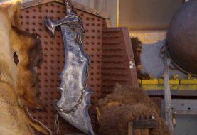 Σφυρηλάτησε τη μία λεπίδα του Kratos και άρχισε να κόβει καρπούζια!