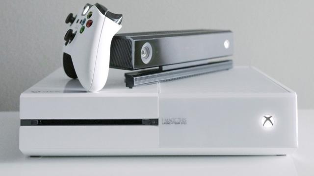 Μπόλικες φωτογραφίες από το συλλεκτικό άσπρου χρώματος Xbox One