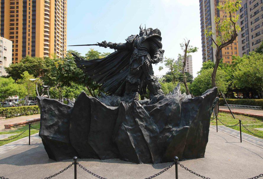 H Blizzard κατασκευάζει επιβλητικό άγαλμα του King Arthas! Blizzard-Statue-Arthas-1-890x606