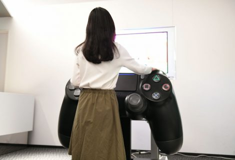 Δείτε το μεγαλύτερο (λειτουργικό) DualShock 4 controller στον κόσμο!
