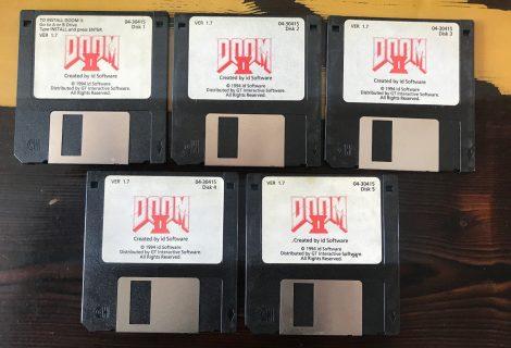 Ο θρυλικός John Romero βάζει στο eBay τις floppy disks του Doom 2 και γίνεται… χαμός!