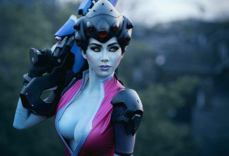 Ονειρεμένο και super sexy Widowmaker cosplay!
