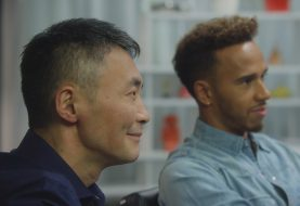 Ο πρωταθλητής F1 Lewis Hamilton δίνει μαθήματα Gran Turismo Sport