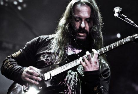 Ο John Petrucci των Dream Theater παίζει τη μουσική του Super Mario Bros!