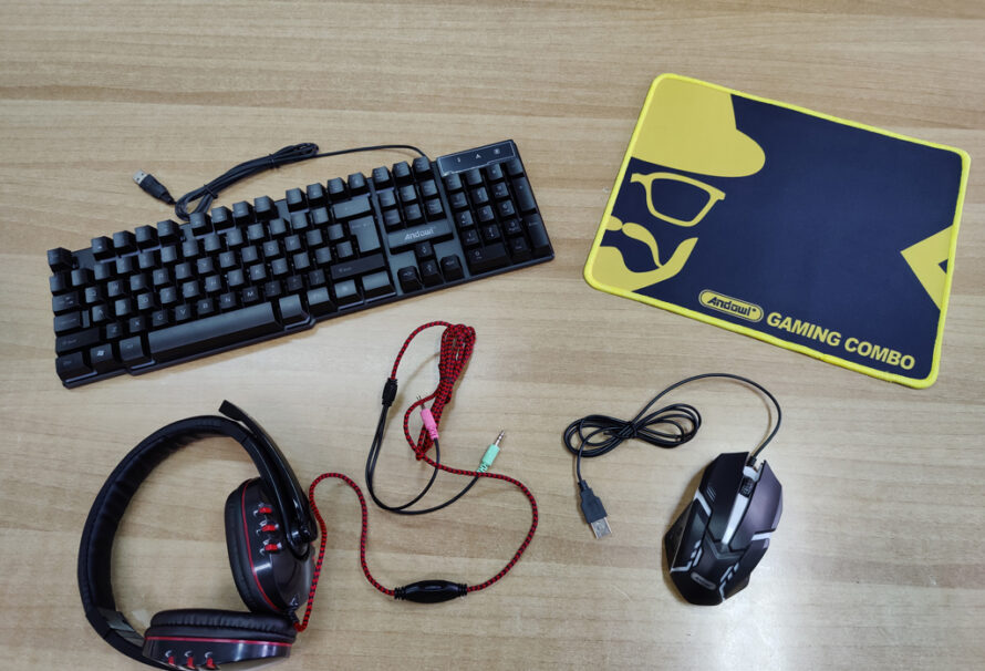 4 σε 1: Gaming πληκτρολόγιο, headset, ποντίκι και mousepad